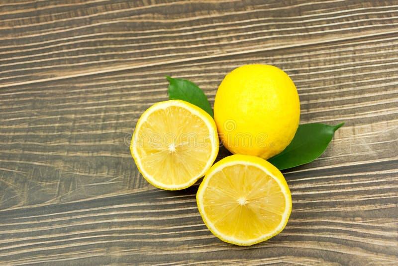 lanzamientos Limón-frescos en el estudio imagen de archivo libre de regalías
