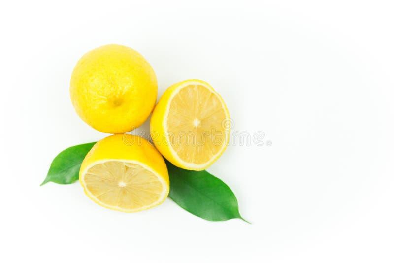 lanzamientos Limón-frescos en el estudio imagenes de archivo
