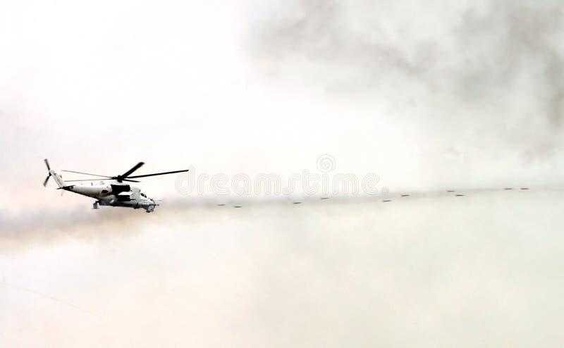 Lanzamientos militares del helicóptero imágenes de archivo libres de regalías