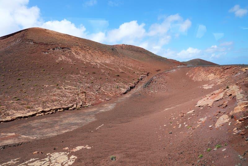 Lanzarote aiment Mars Montagnes et terre rouges de Lanzarote qui se rappellent la planète rouge image libre de droits