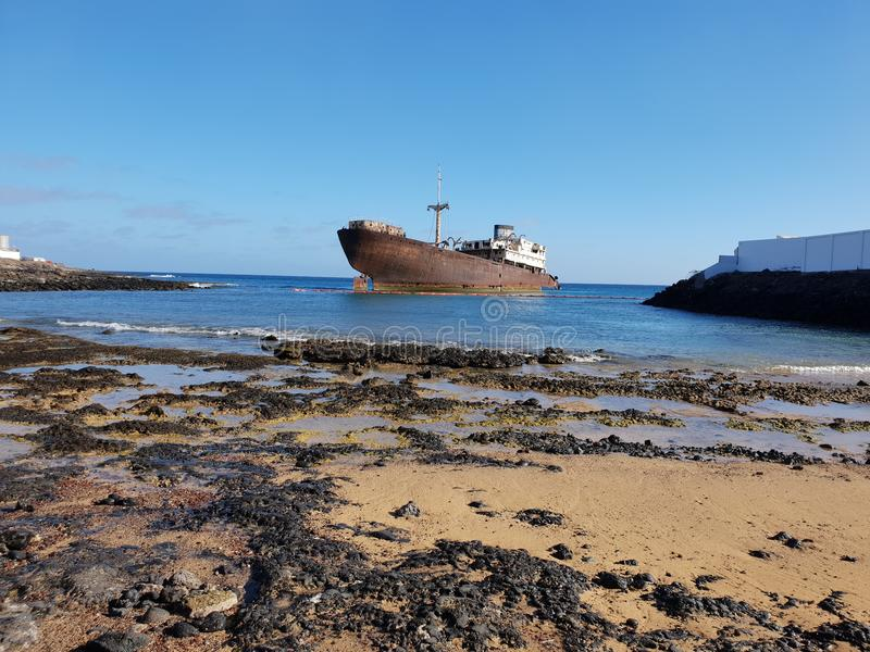 Lanzarote, bateau submergé photographie stock libre de droits