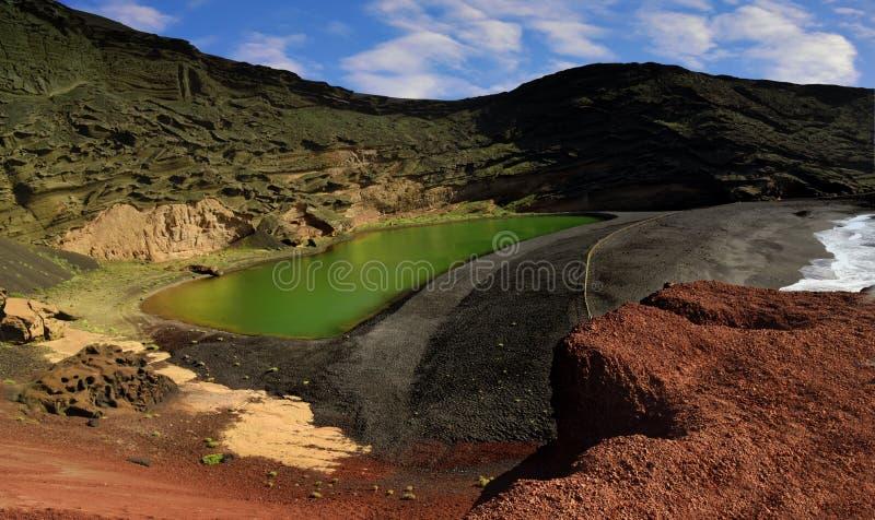Lanzarote, lago verde perto do EL Golfo fotos de stock royalty free