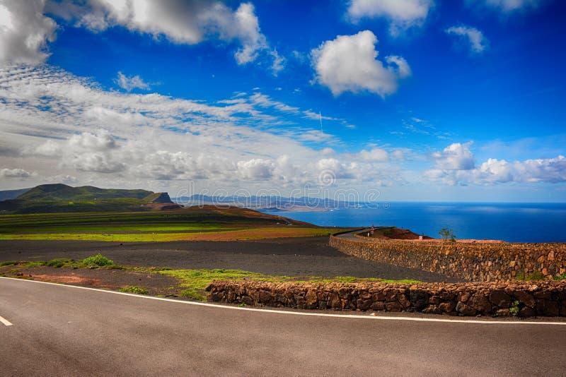 Lanzarote, Mirador del Rio Mening van het eiland van La Graciosa stock foto