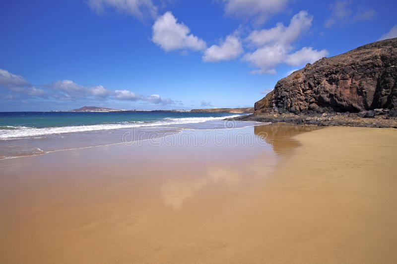Lanzarote Playa del Pozo strand in costa Papagayo stock fotografie