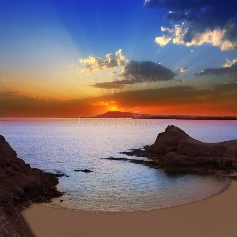 Lanzarote Playa Papagayo strandzonsondergang royalty-vrije stock afbeeldingen