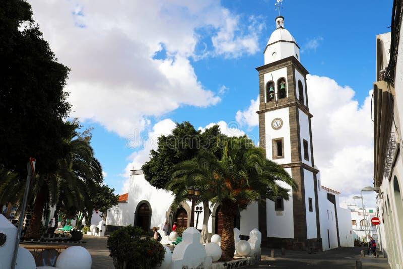 LANZAROTE, SPANIEN - 20. APRIL 2018: Kirche Arrecife-Markstein Sans Gines mit Turmglocken, Lanzarote, Spanien lizenzfreie stockfotos