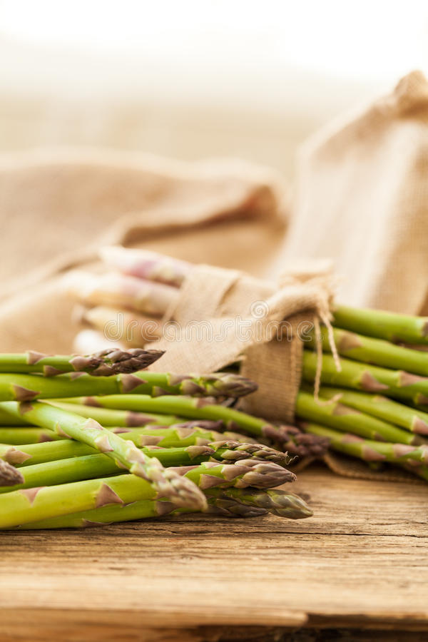 Download Lanzas Verdes Sanas Frescas Del Espárrago Imagen de archivo - Imagen de cocina, mercado: 41912905