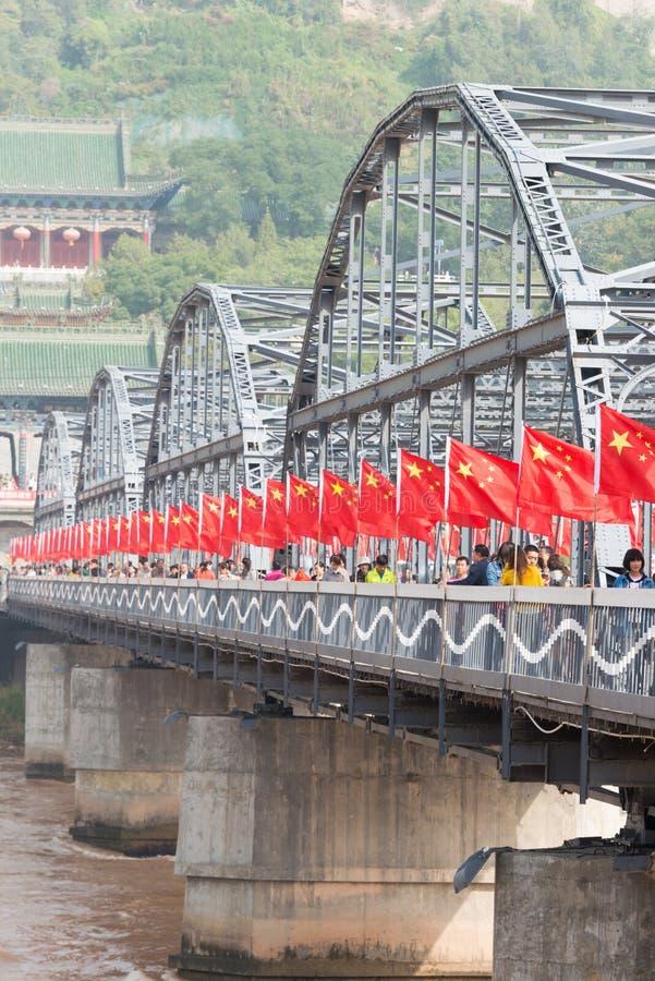 LANZHOU, CHINA - 2 DE OCTUBRE DE 2014: Puente de Sun Yat-sen (Zhongshan Qiao) foto de archivo