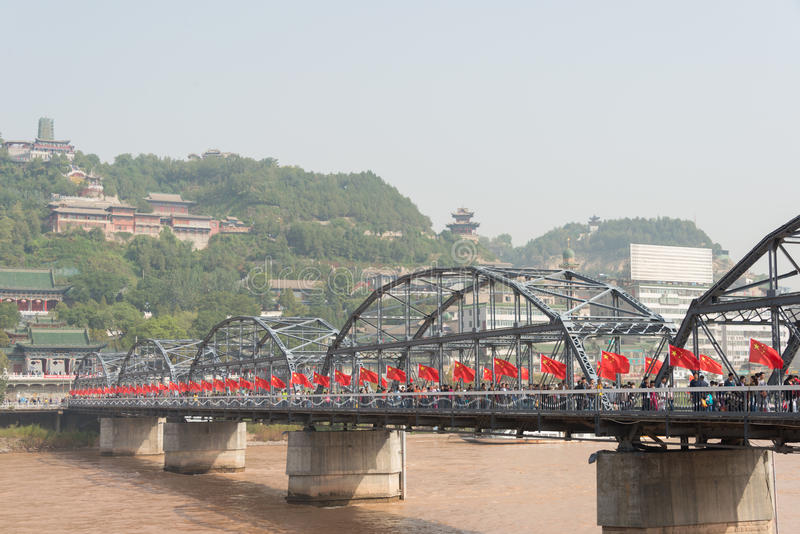 LANZHOU, CHINA - 2 DE OCTUBRE DE 2014: Puente de Sun Yat-sen (Zhongshan Qiao) fotos de archivo libres de regalías