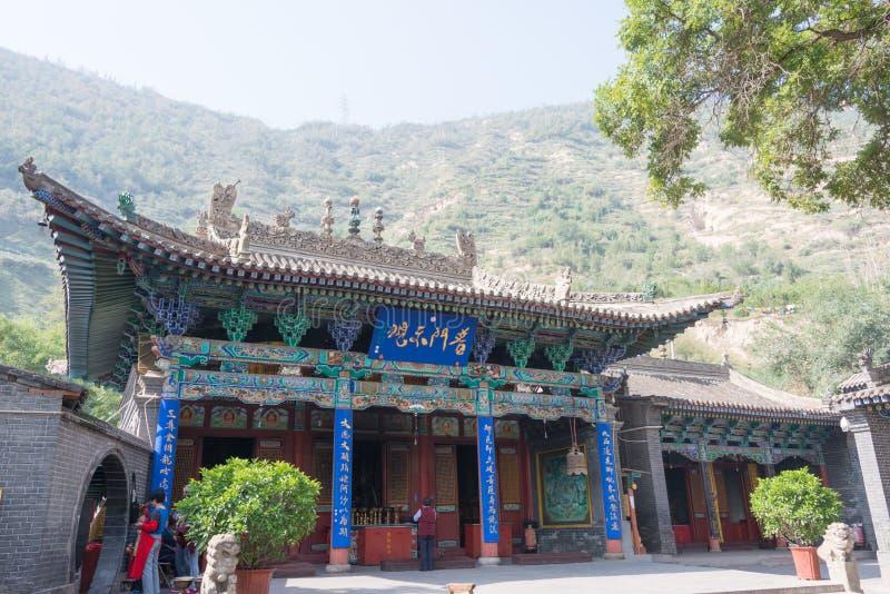 LANZHOU, CHINA - 29 DE SEPTIEMBRE DE 2014: Mani Temple en la Cinco-primavera Mountai imagenes de archivo