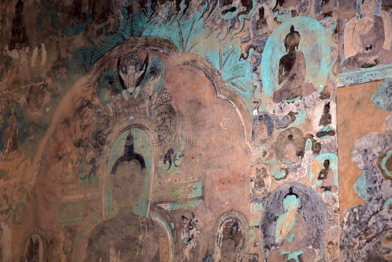 """LANZHOU GANSU LANDSKAP, KINA †""""CIRCA MAJ 2017: Vägg- målningar på världsarvet för UNESCO för Bingling grottatempel royaltyfri bild"""