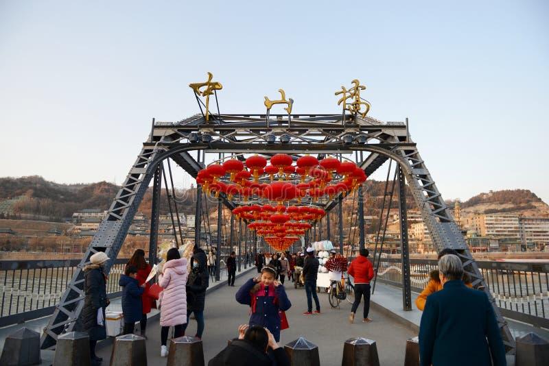 Download Lanzhou Zhongshan bro redaktionell arkivfoto. Bild av porslin - 106827843