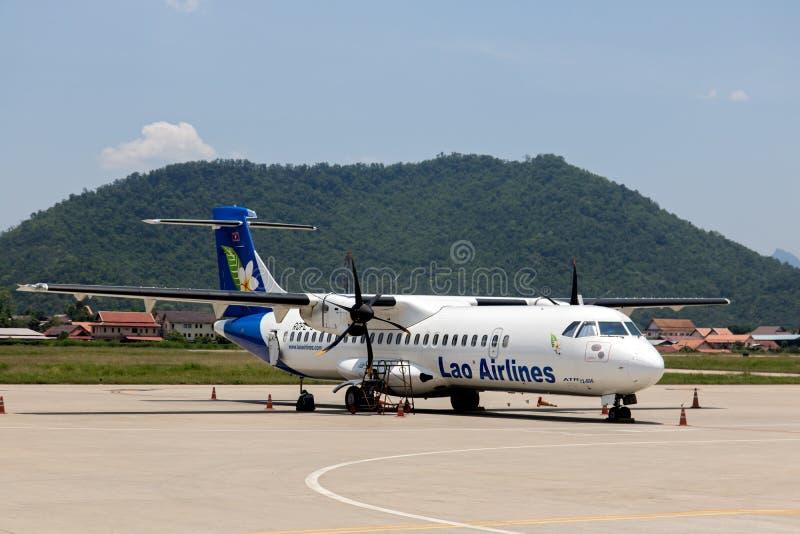 Lao Airlines-het vliegtuig bevindt zich op een baan stock afbeelding