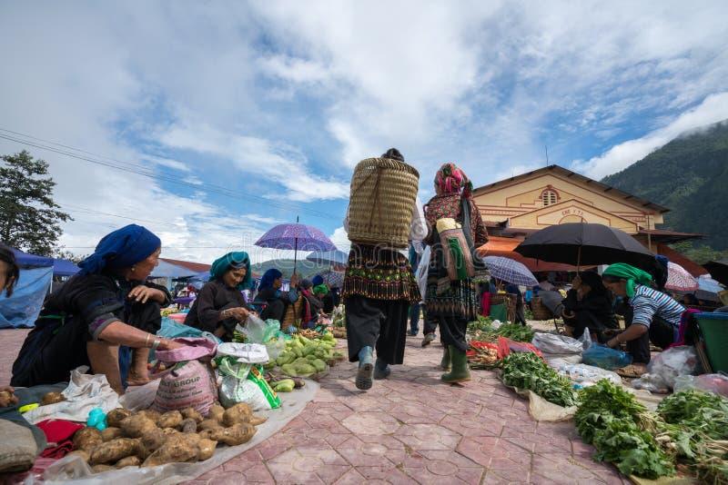 Lao Cai, Vietnam - 7 Sep, 2017: Lokale markt in Y Ty, het district van Knuppelxat De meeste etnische minderheidmensen gaan naar d stock fotografie