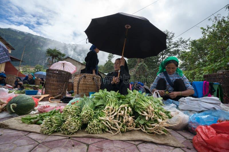 Lao Cai, Vietnam - 7 Sep, 2017: Lokale markt in Y Ty, het district van Knuppelxat De meeste etnische minderheidmensen gaan naar d stock foto