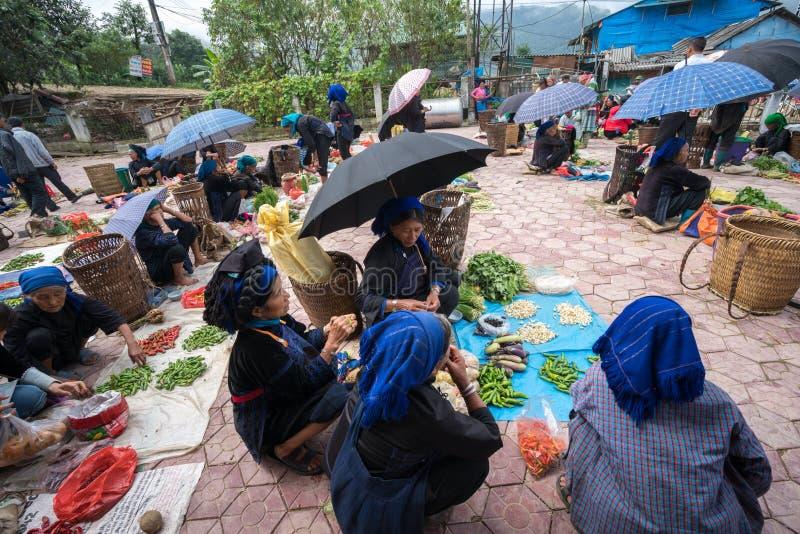 Lao Cai, Vietnam - 7 Sep, 2017: Lokale markt in Y Ty, het district van Knuppelxat De meeste etnische minderheidmensen gaan naar d royalty-vrije stock foto