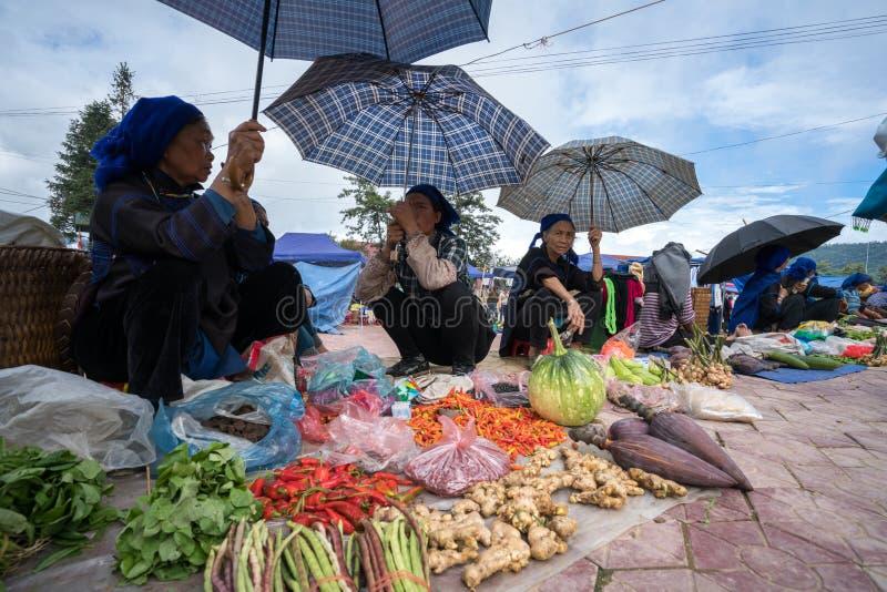 Lao Cai, Vietnam - 7 Sep, 2017: Lokale markt in Y Ty, het district van Knuppelxat De meeste etnische minderheidmensen gaan naar d royalty-vrije stock foto's