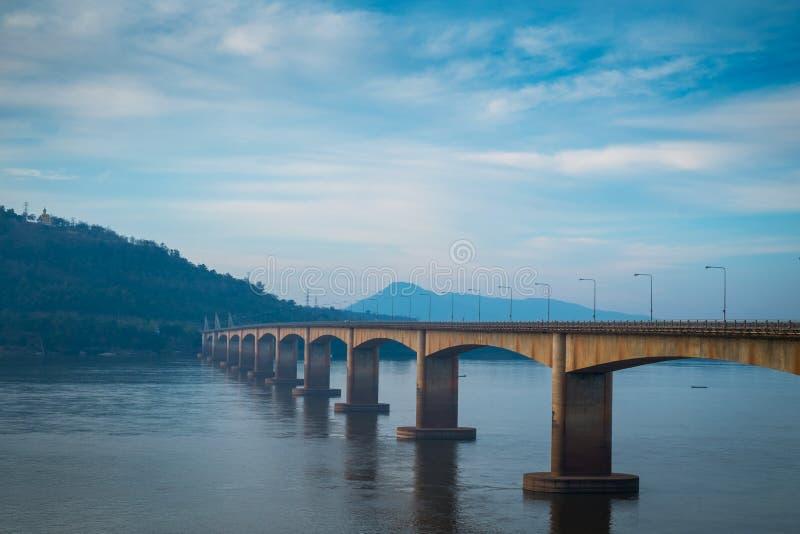 Lao Nippon Bridge in de ochtend royalty-vrije stock afbeelding