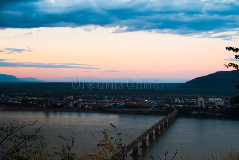 Lao Nippon Bridge in de ochtend royalty-vrije stock fotografie
