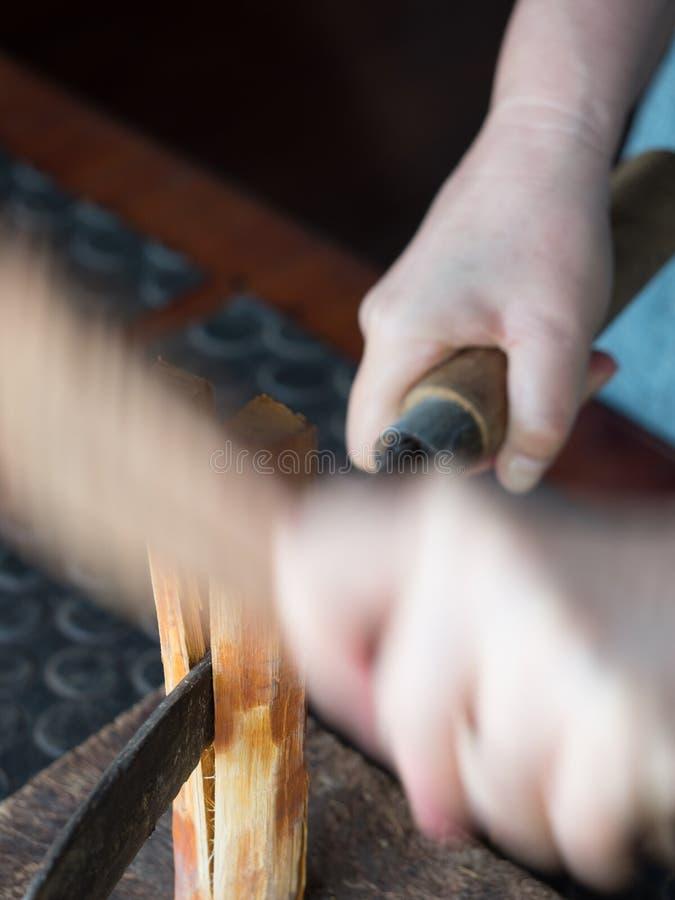 Lao tradicional que tece e que tinge-se, Luang Phabang foto de stock royalty free