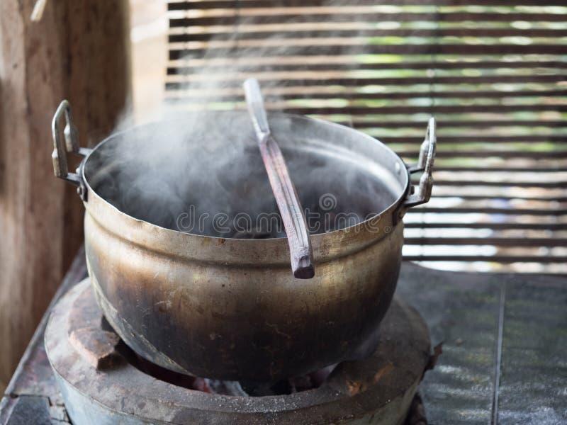 Lao tradicional que tece e que tinge-se, Luang Phabang fotografia de stock royalty free