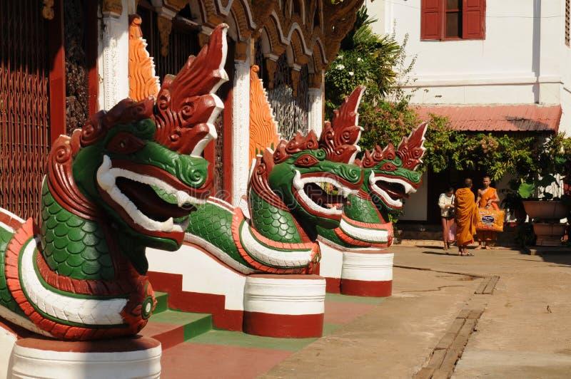 Laos: Entrada de la universidad Theravada-budista más grande i de Indochina fotos de archivo libres de regalías