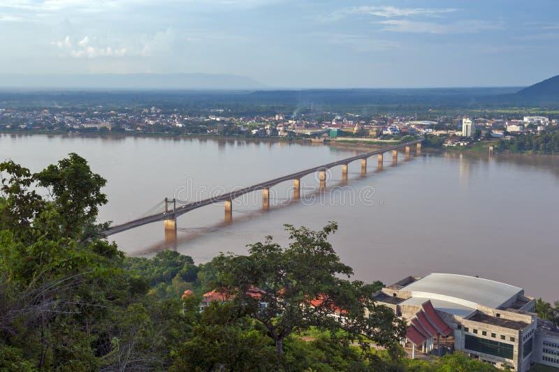Laos-Lao-Nippon Brug over Mekong Rivier bij de zuidelijke stad van Laos van Pakse in Champasak-Provincie, Laos PDR stock fotografie
