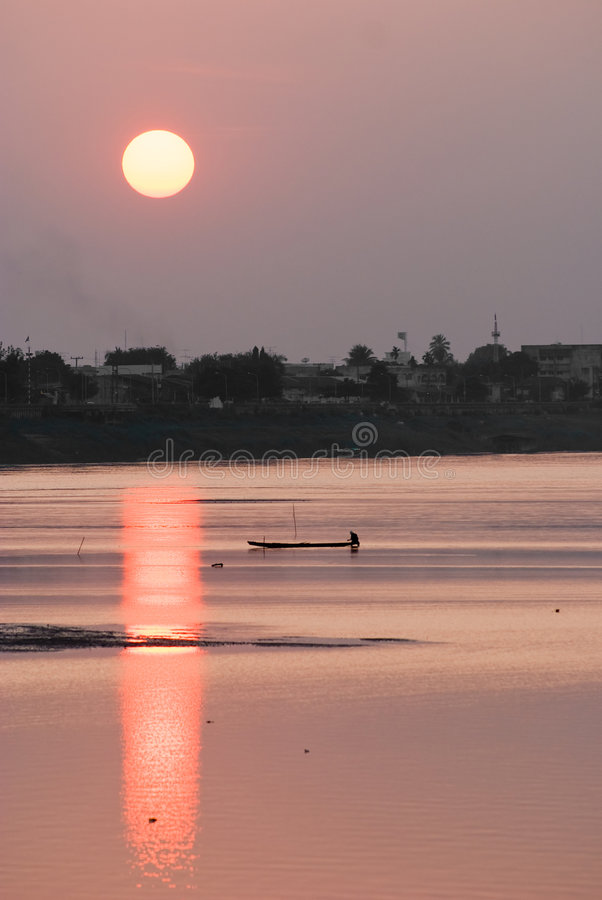 laos mekong solnedgång fotografering för bildbyråer