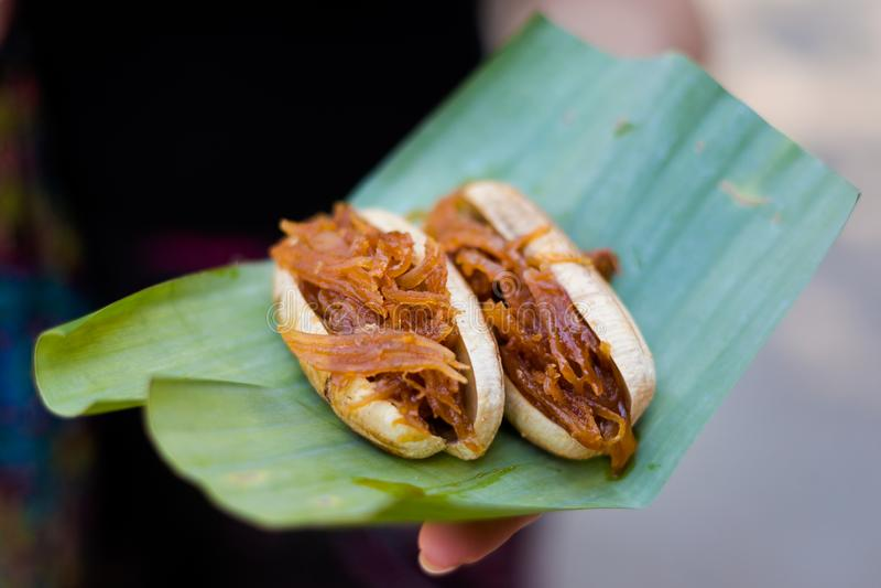 Laotisk banan med den caramelized kokosnöten royaltyfria bilder