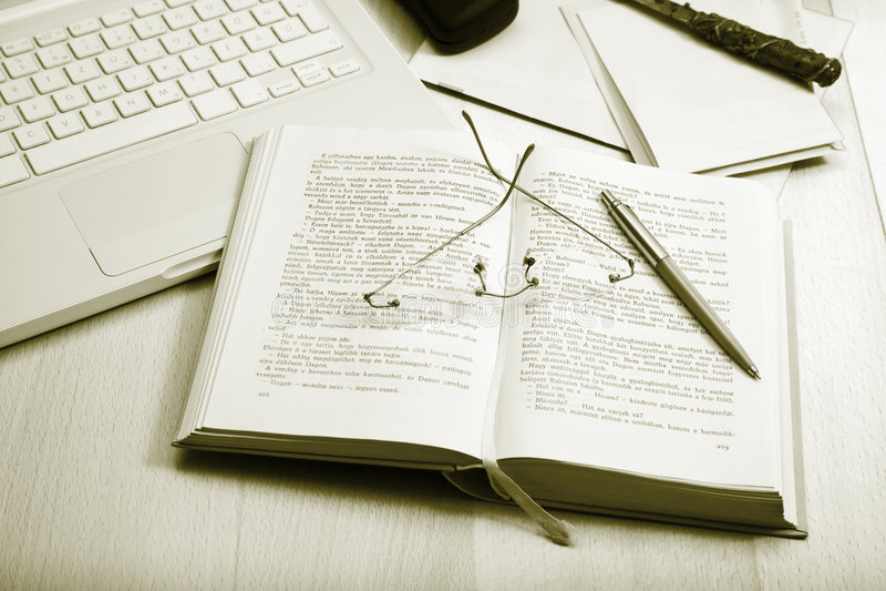 lap-top βιβλίων specs στοκ εικόνα