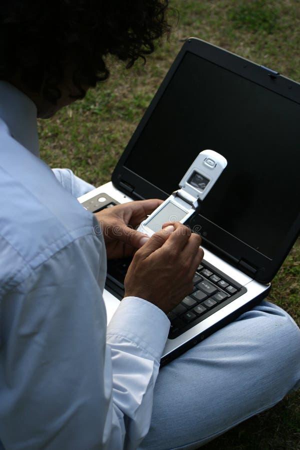 lap-top κινητό στοκ εικόνες με δικαίωμα ελεύθερης χρήσης