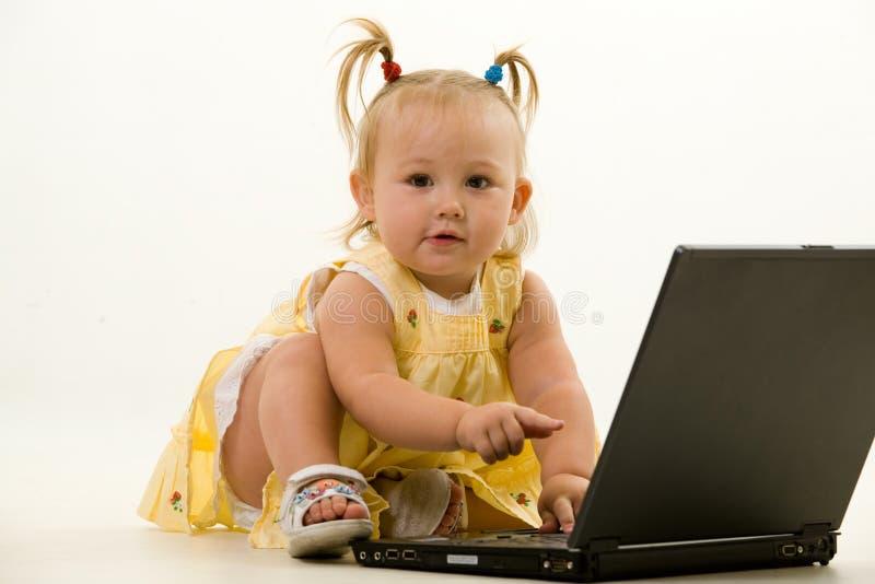 lap-top μωρών στοκ εικόνες