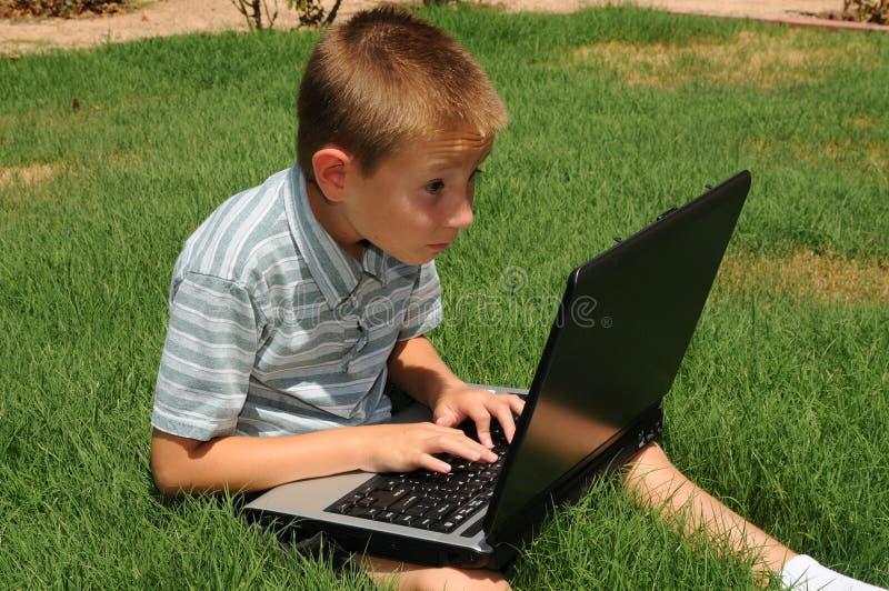 lap-top υπολογιστών αγοριών στοκ εικόνα