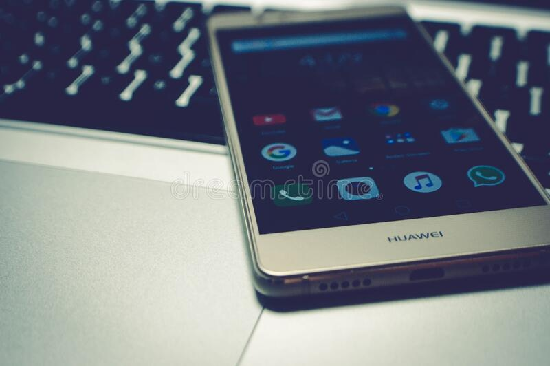 κινητό τηλέφωνο lap-top στοκ εικόνα