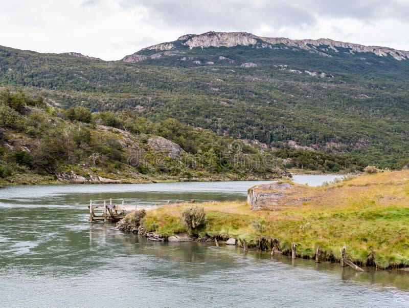 Lapataia flod och slinga av övandringen, Paseo de la isla i Ter arkivbild