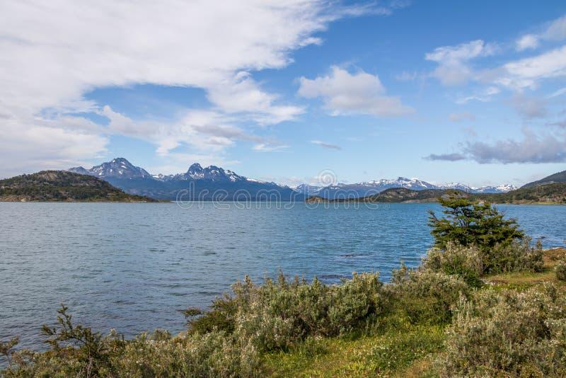 Lapataia zatoka przy Tierra Del Fuego parkiem narodowym w Patagonia - Ushuaia, Tierra Del Fuego, Argentyna obraz royalty free