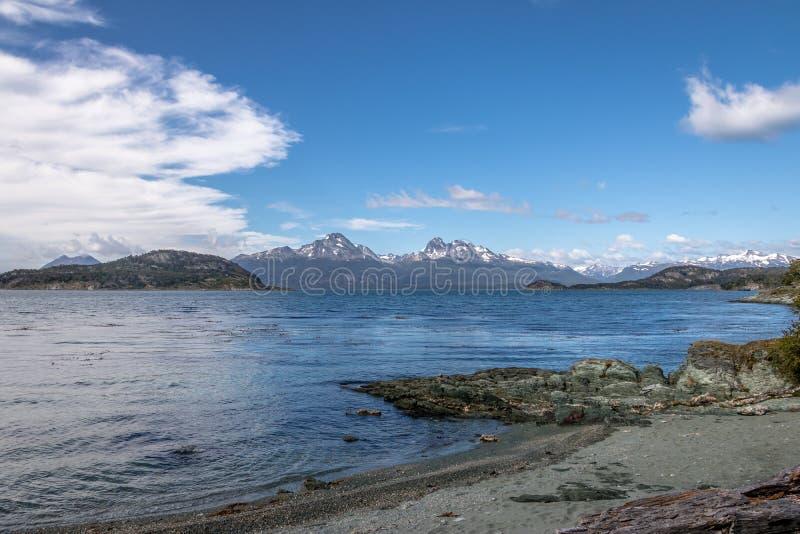 Lapataia zatoka przy Tierra Del Fuego parkiem narodowym w Patagonia - Ushuaia, Tierra Del Fuego, Argentyna zdjęcia stock