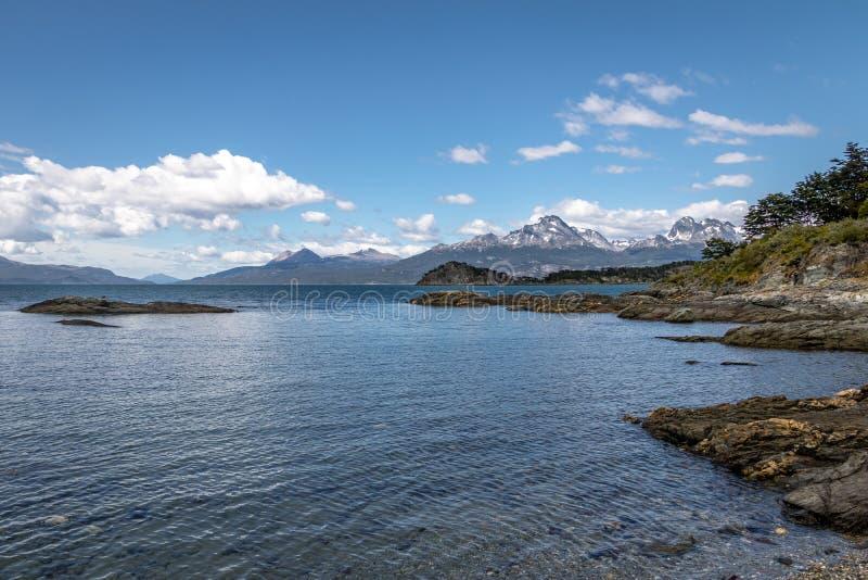Lapataia zatoka przy Tierra Del Fuego parkiem narodowym w Patagonia - Ushuaia, Tierra Del Fuego, Argentyna zdjęcie stock