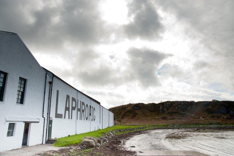 Laphroaig Schacht und Brennerei stockbild