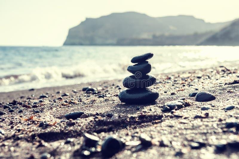 Download Lapida La Piramide Sulla Spiaggia Fotografia Stock - Immagine di baia, macro: 56891232
