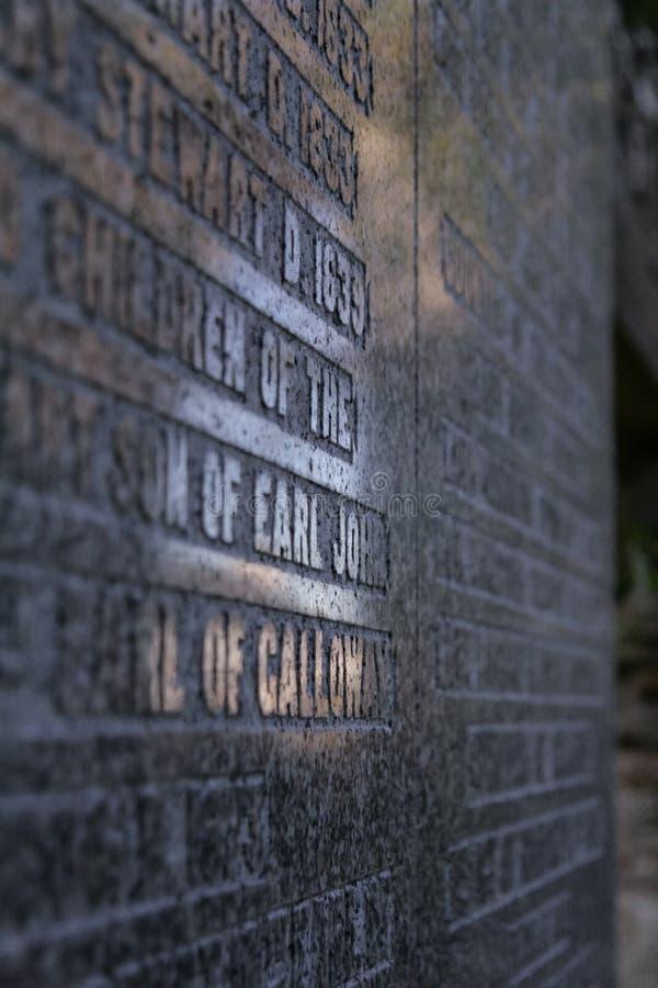 Lapide del granito in un cimitero a in Scozia, Dumfries e Galloway fotografia stock