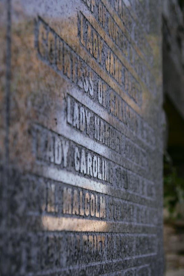 Lapide del granito in un cimitero a in Scozia, Dumfries e Galloway fotografie stock libere da diritti