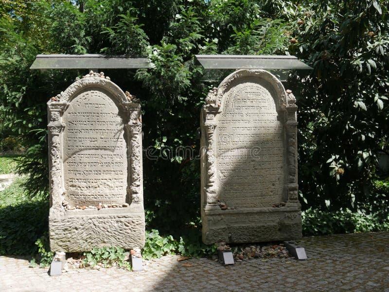 Lapide nel vecchio cimitero ebreo all'hamburger Straße immagini stock