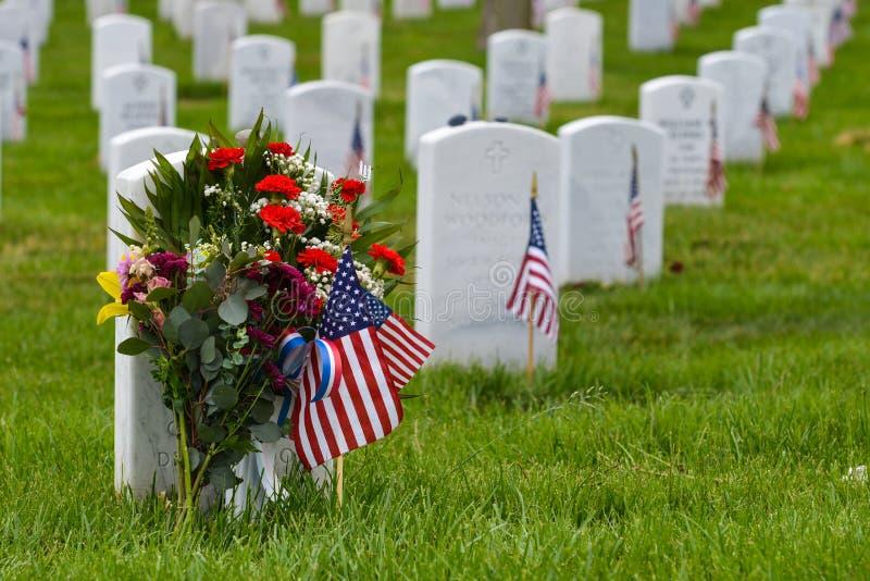 Lapidi nel cimitero nazionale di Arlington - Washington DC immagini stock