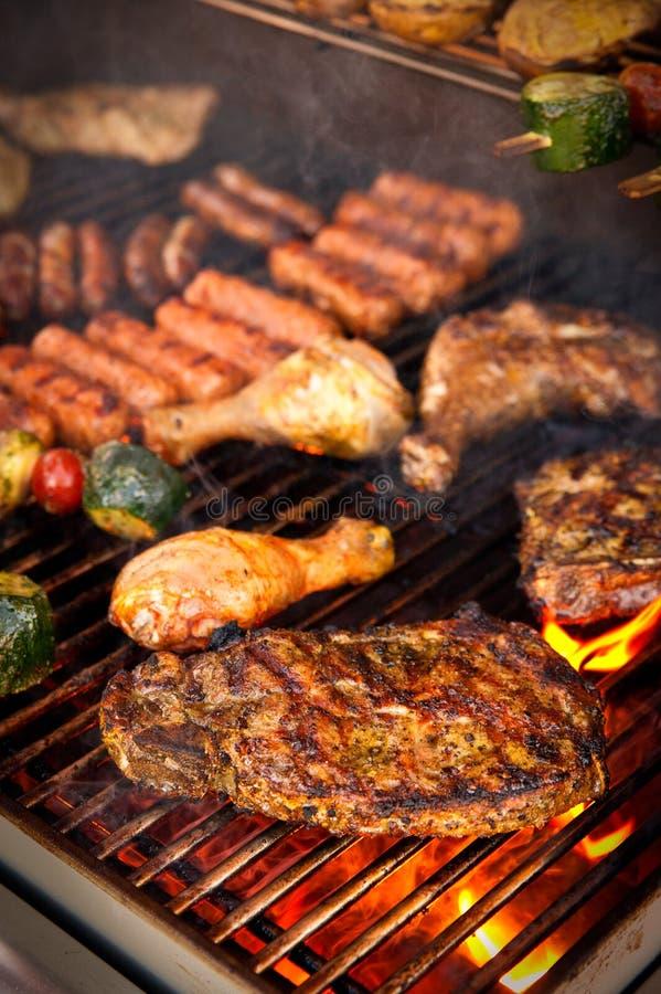 Lapje vlees op BBQ royalty-vrije stock afbeeldingen