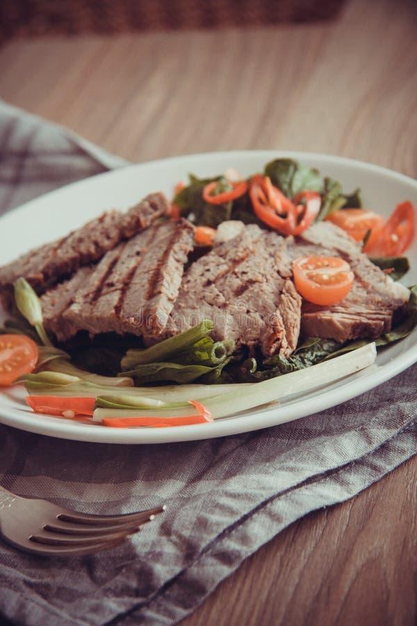 Lapjes vlees met tomaat royalty-vrije stock afbeelding