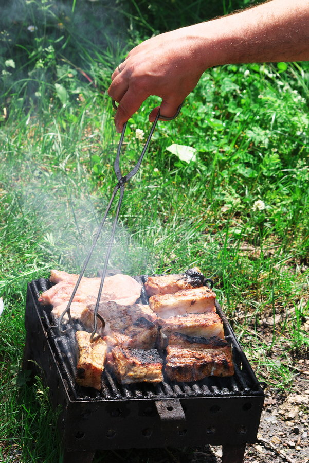 Lapjes vlees op Barbecue stock afbeelding