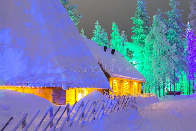 Lapland Suomi hus över den polara cirkeln i Finland på jul fotografering för bildbyråer