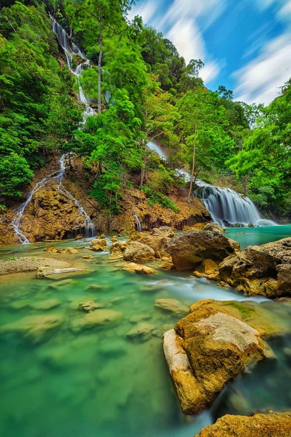 Lapopu vattenfall, Sumba ö, Indonesien arkivfoto
