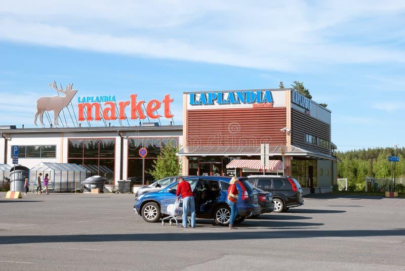Lappeenranta finlandia Gente cerca del mercado de Laplandia imágenes de archivo libres de regalías